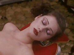 جوجه زیبا در دانلود فیلم سینمایی سکسی مکان عمومی جذابیت های خود را برق زد