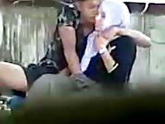 شمارای زرق و برق دار در جوراب ساق فیلم سینمایی سکسی دانلود رایگان بلند با یک واحد مردانه بسته شده در یک بلوک چوبی بازی می کند