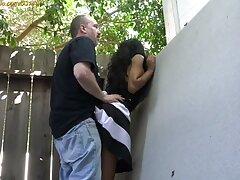 یک شخص بالغ با یک دختر جوان و دارای جوانان کوچک فاک می کند دانلود فیلم سینمایی سکسی با زیرنویس فارسی