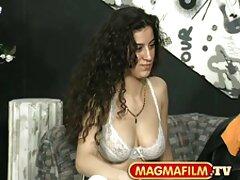 ویدیوی دانلود فیلم سینمایی سکسی دوبله کوتاه با MILF سازگار زیبا
