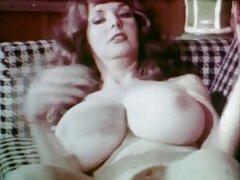 لولیتا روسی توسط انگشتان پرستار زیرک دوست داشتنی شد تماشای فیلم سینمایی سکسی