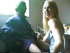 زیبایی هلن الاغ خود را گسترش داد و خود را به مقعد فیلم سکسی سینمایی خارجی داد