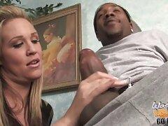 دختر آرایش می کند و قبلاً هم خویشتن دانلود فیلم های سکسی سینمایی را می خورد تا شکنجه نشود