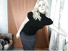 دختر روسی بازیگوش با انگشتان بلند خود را دانلود فیلم های سینمای سکسی نوازش می کند